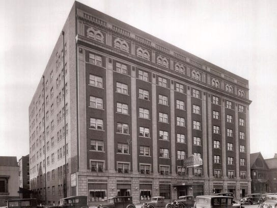Historic photo shows the old Hotel Strathmore at 70
