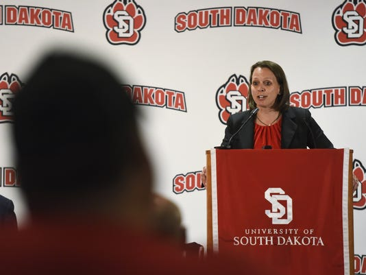 usd women's basketball coach Dawn Plitzuweit
