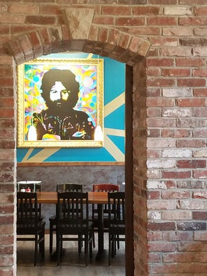 A private meeting room at Mellow Mushroom seats up to 20 diners.