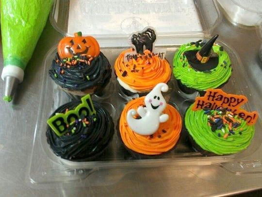 Halloween ice cream cupcakes at Cold Stone Creamery.