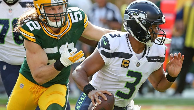 Green Bay Packers outside linebacker Clay Matthews (52) pursues quarterback Russell Wilson (3) against the Seattle Seahawks on Sept. 10, 2017 at Lambeau Field.