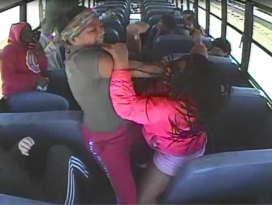 636643217596774830-Nicolet-school-bus-fight.PNG