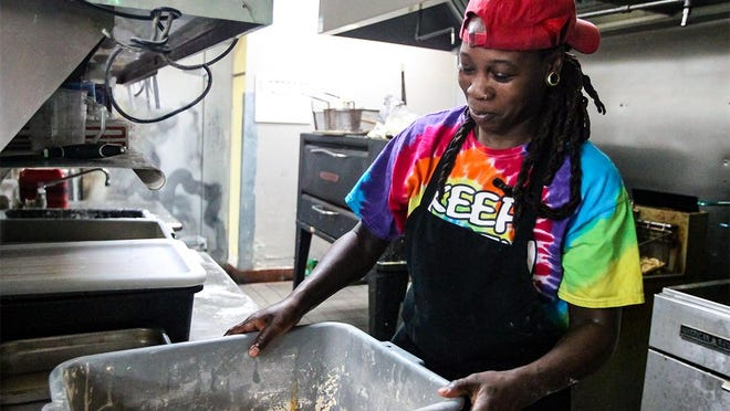 Quintoria Kelly prepares food at Bahadi's Chicken and Lounge on Thursday. The Pflugerville restaurant specializes in Chicago-style food.