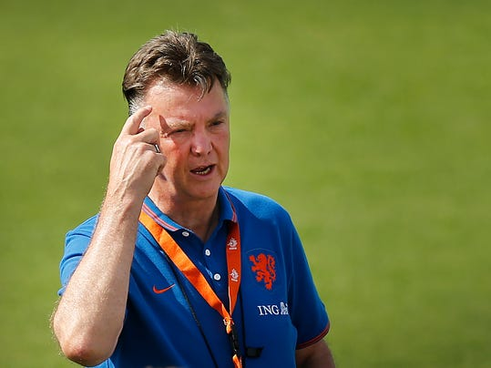 Coach Louis van Gaal of the Netherlands briefs his team during a training session in Rio de Janeiro, Brazil, Thursday, June 26, 2014.  Netherlands will play Group A runner-up Mexico in the second round on Sunday in Fortaleza. (AP Photo/Wong Maye-E)
