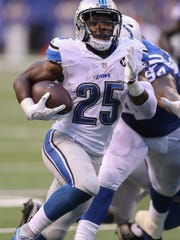 Lions running back Theo Riddick scores a TD on Sunday.