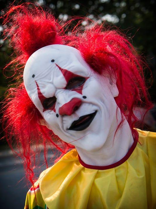636113689096202243-ldn-mkd-100616-clown-03.jpg