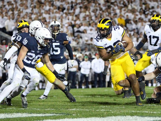 Michigan RB Ty Isaac (32) runs the ball into the end