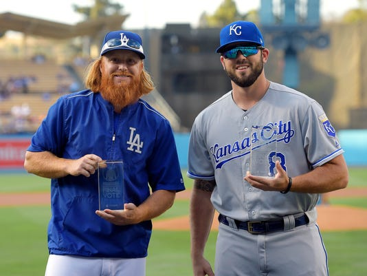"""Los Angeles Dodgers' Justin Turner, left, and Kansas City Royals' Mike Moustakas pose with their All-Star Game """"Final Vote"""" awards prior a baseball game, Friday, July 7, 2017, in Los Angeles. Both were late additions to the All-Star Game roster. (AP Photo/Mark J. Terrill)"""