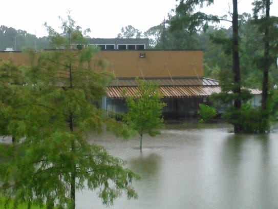 The parking lot of Ruffino's on the River is completely