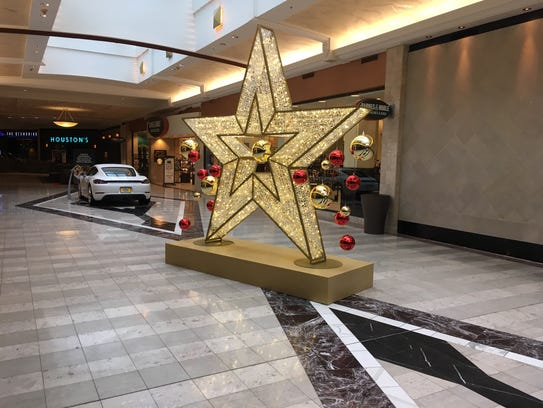 Gold star at Shops at Riverside.