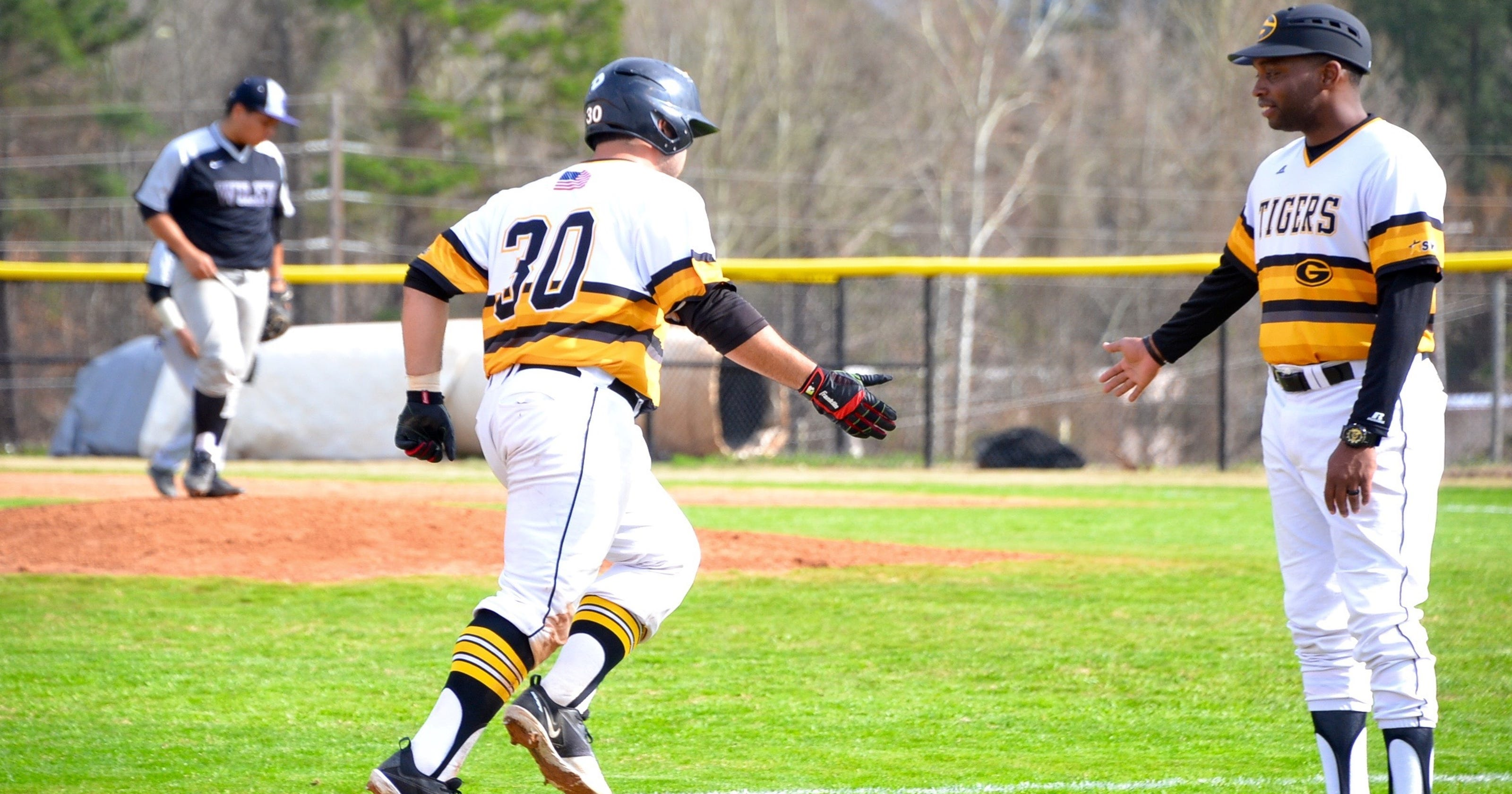 buy popular 2b483 3ed32 Grambling splits doubleheader with UAPB