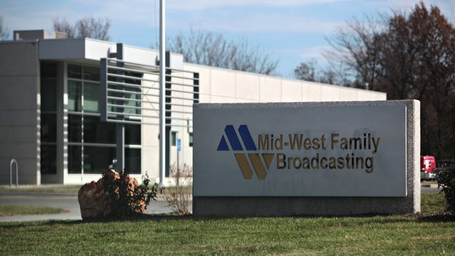 The Springfield Police Officers Association is calling for a boycott of radio station 92.9 The Beat, owned by Mid-West Family Broadcasting.