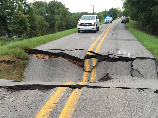 636070288264692312-road-collapse.jpg