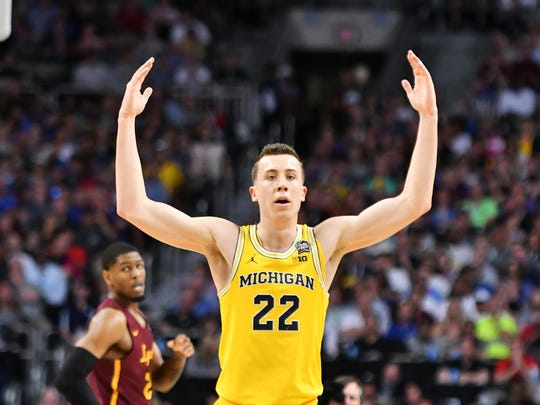 Michigan guard Duncan Robinson tries to get the Michigan fans to get loud in the second half against Loyola-Chicago in the national semifinal.