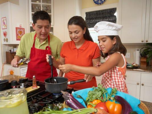 636101703409791519-family-Living.family-cooking.jpg