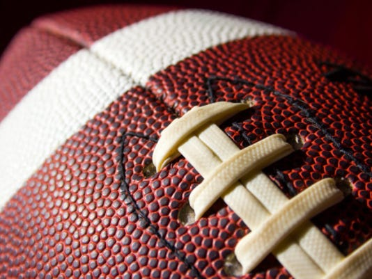 635518687611369856-football