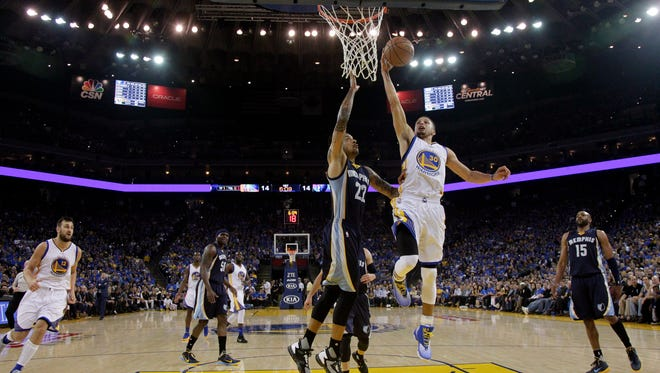 Golden State Warriors' Stephen Curry (30) drives to the basket as Memphis Grizzlies' Matt Barnes (22) defends during the first half of an NBA basketball game Wednesday, April 13, 2016, in Oakland, Calif. (AP Photo/Marcio Jose Sanchez)