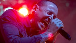 Chester Bennington performs with Stone Temple Pilots