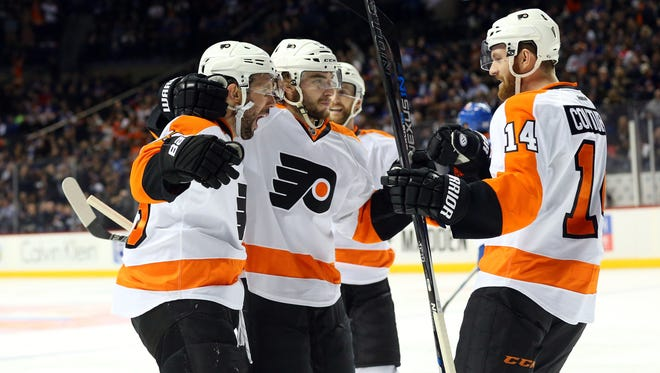 Sam Gagner, left, was one of four Flyers goal scorers in a 4-1 win over the Islanders.