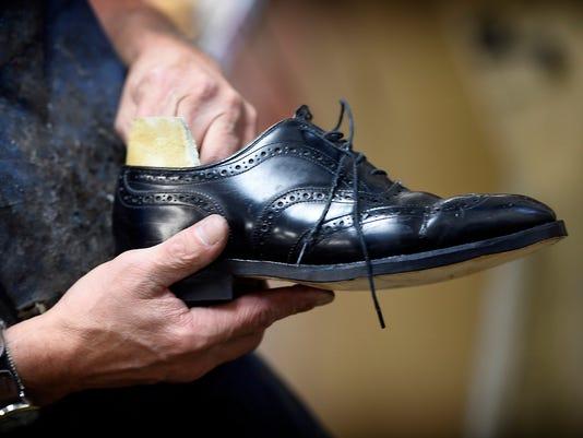 ldn-mkd-090116-shoe repair-2