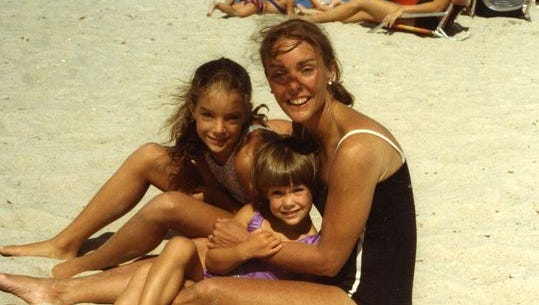Kimberly Wiliams-Paisley, her sister Ashley and mother Linda Williams.