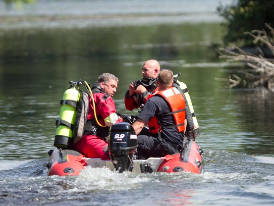 The Livingston County Sheriff's Dive Team launches