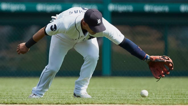 Tigers shortstop Jose Iglesias mishandles a ball against the White Sox in the sixth inning at Comerica Park on Sept. 14, 2017.