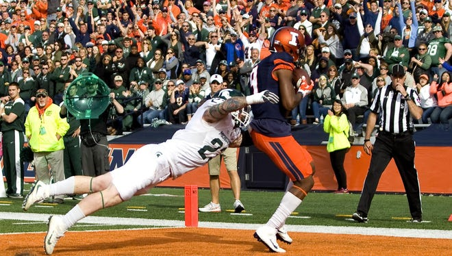 Illinois receiver Sam Mays makes a catch for a touchdown as he is defended by Michigan State linebacker Chris Frey on Saturday, Nov. 5, 2016