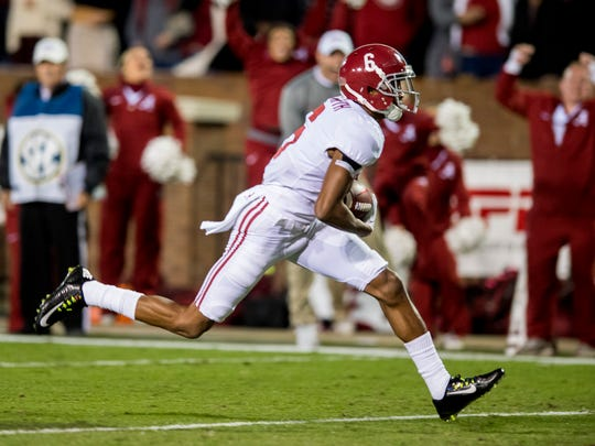 Alabama wide receiver DeVonta Smith (6) scores the late go ahead touchdown against Mississippi State in Starkville, Ms. on Saturday November 11, 2017. (Mickey Welsh / Montgomery Advertiser)