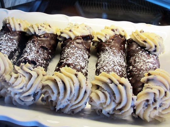 Dessert options include cannoli, cream puffs and cheesecake