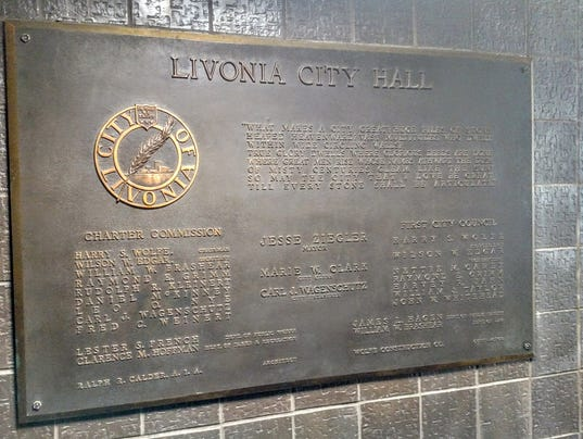 636293150507392504-City-hall-plaque.jpg