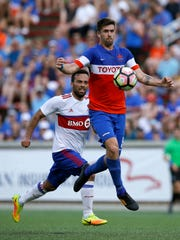 FC Cincinnati Aodhan Quinn (5) chases down the ball