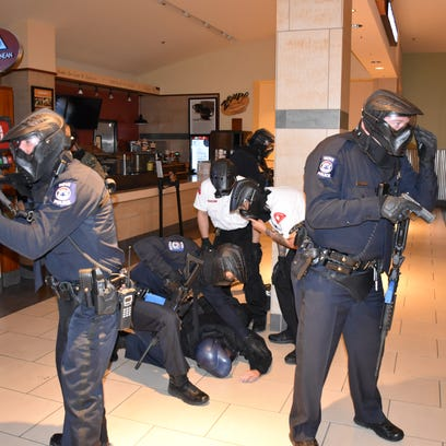 Novi Police officers and Twelve Oaks Mall security