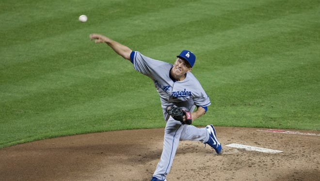 Los Angeles Dodgers starting pitcher Zack Greinke (21) throws a pitch against the Diamondbacks on Monday, July 8, 2013 at Chase Field.