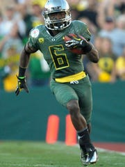 Jan 2, 2012; Pasadena, CA, USA; Oregon Ducks running back De'Anthony Thomas (6) scores on a 64-yard touchdown run in the third quarter in the 2012 Rose Bowl game against the Wisconsin Badgers at the Rose Bowl.