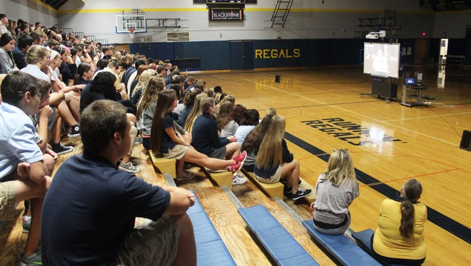Students watched Pope Francis' address during school at Regina Catholic Education Center on Sept. 24, 2015.