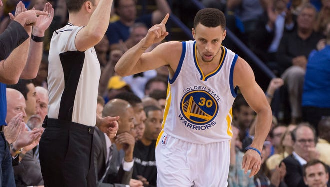 Stephen Curry celebrates after making a 3-pointer during the second quarter.