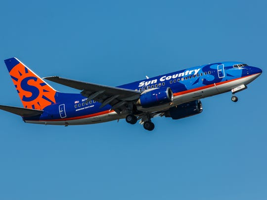 Boeing 737 Sun Country Airlines takes off from JFK