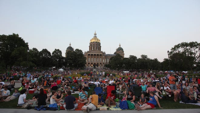 Thousands of people fill the capitol grounds for the 2013 Yankee Doodle Pops.