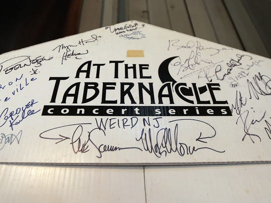 Autographs of artists who have played the historic