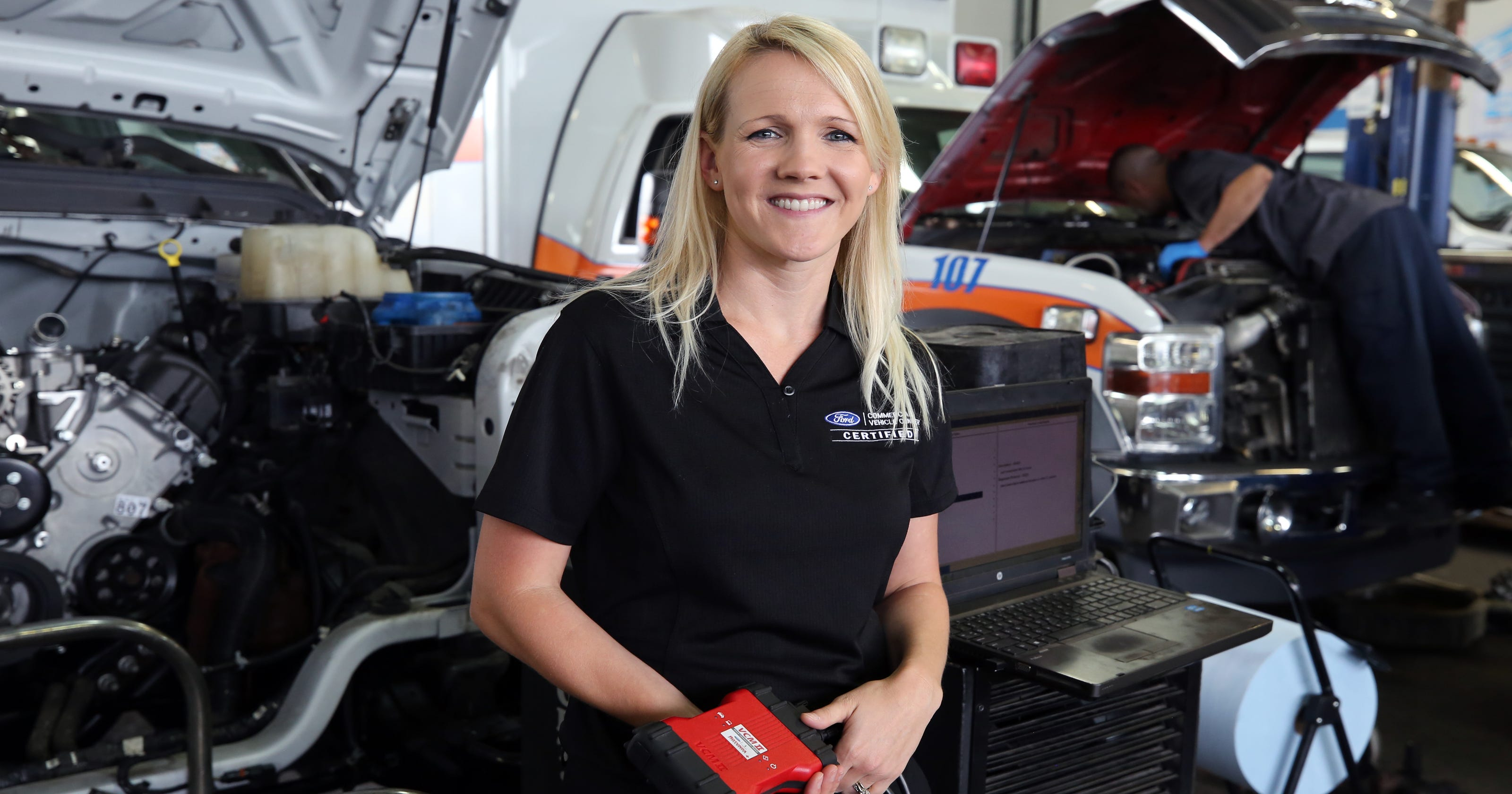 Auto dealers scramble to find enough service technicians