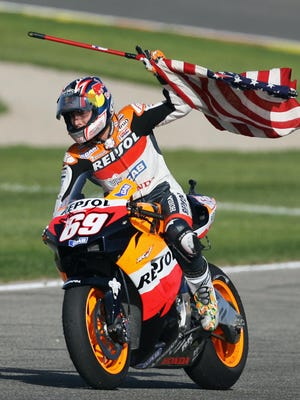 Cheste, SPAIN:  US Nicky Hayden celebrates after winning the 2006 Moto GP championship after the Valencia Grand Prix at the Ricardo Tormo racetrack in Cheste, 29 October 2006. Australia's Troy Bayliss won the race with Italy's Loris Capirossi in second and US Nicky Hayden in third.