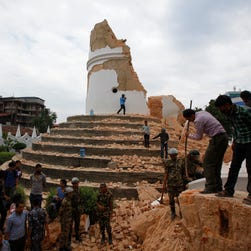 7.8 magnitude quake hits Nepal