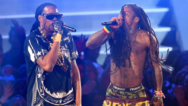 Rappers Lil Wayne (right) and 2 Chainz perform onstage during the 2012 MTV Video Music Awards.