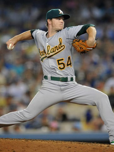 Oakland Athletics starting pitcher Sonny Gray pitches
