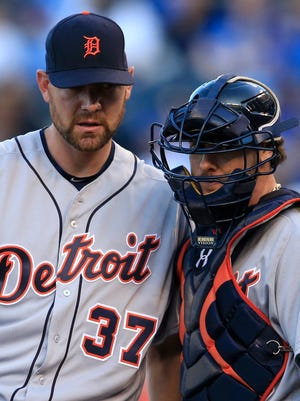 Tigers pitcher Mike Pelfrey (37) and catcher Jarrod Saltalamacchia, right, meet on the mound with bases loaded during the first inning Thursday in Kansas City, Mo.