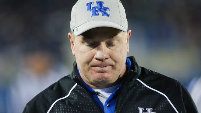 Kentucky coach Mark Stoops walks the sideline during the game against Tennessee on Oct. 31, 2015.
