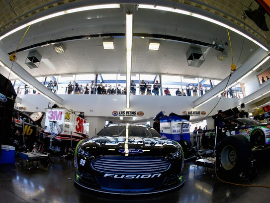 The best spots at nascar tracks to enjoy a race for Nascar experience las vegas motor speedway