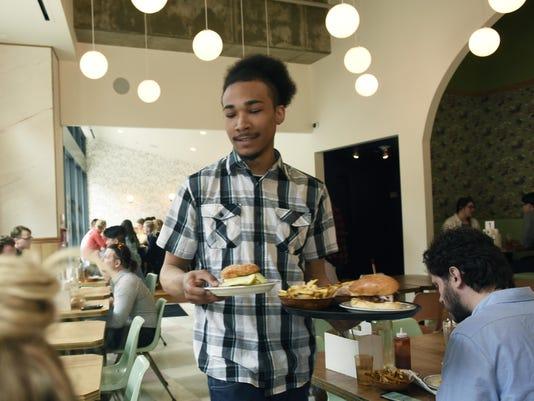 Restaurant-server