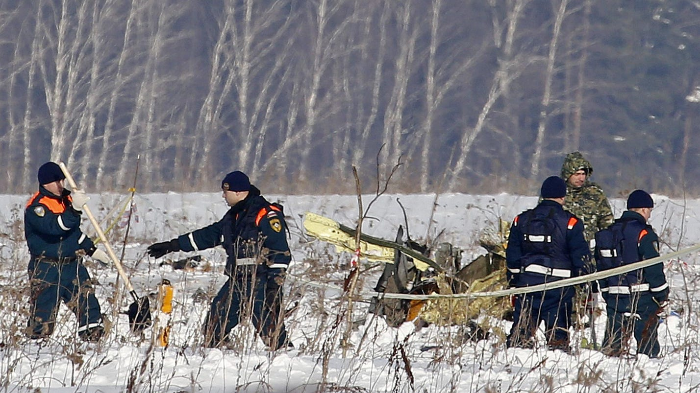 Emergency teams search for Russian plane crash victims
